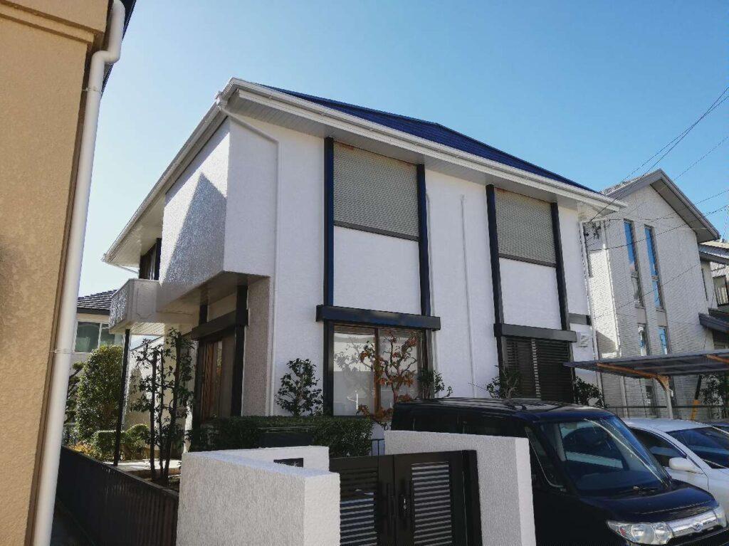 劣化したスレート屋根はハイブリッド塗装で耐久性向上。